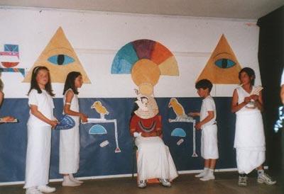 Hace mucho tiempo, Ra, el señor del todos los dioses, aún reinaba sobre la Tierra como faraón...